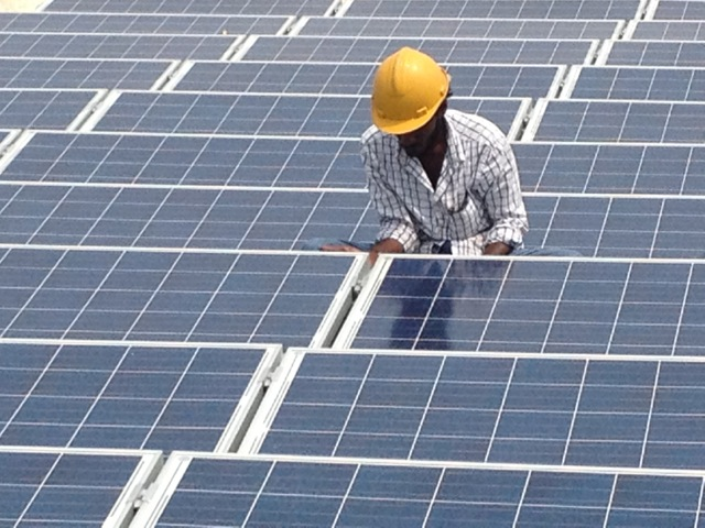 solar-engineer-working
